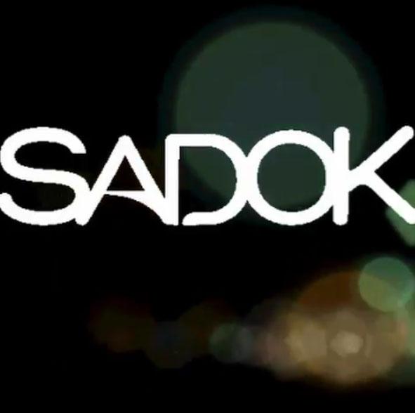 Sadok Cosméticos lança linha de gloss que fica neon sob a luz negra